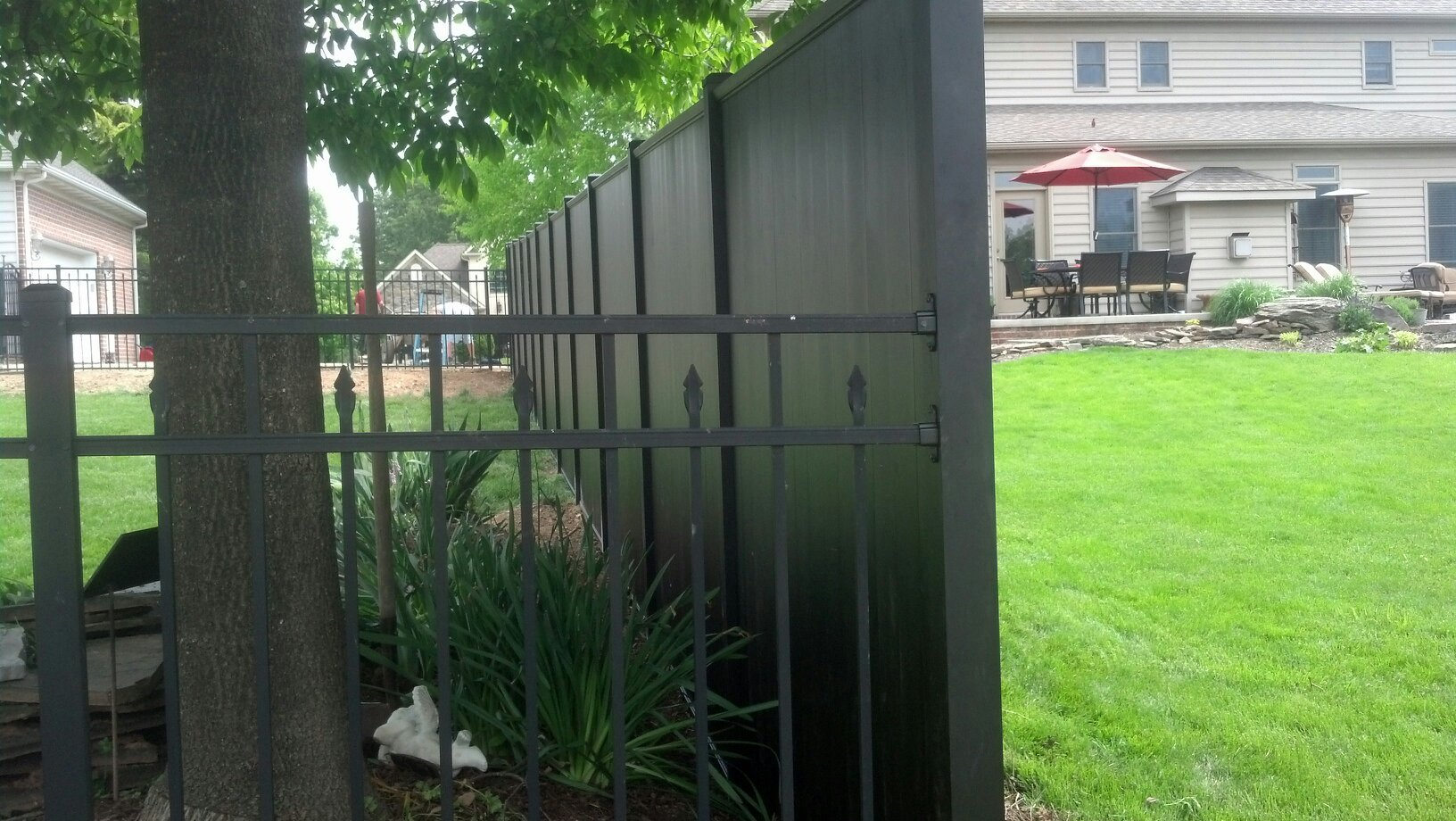Aluminum Eclipse Privacy with UAF 250